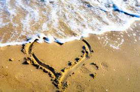 sand heart at the beach, Nikon D5100.jpg